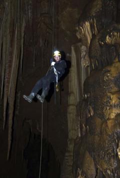 Пещера 200 лет Симферополя. Дмитрий Бирюков на спуске.