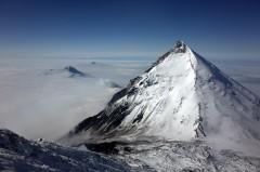 вид на перевал и вулкан Камень.