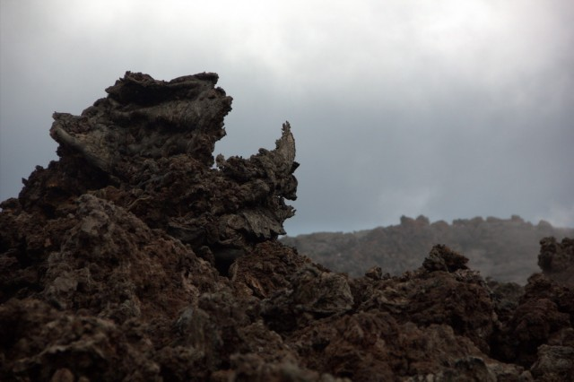причудливые формы застывшей лавы