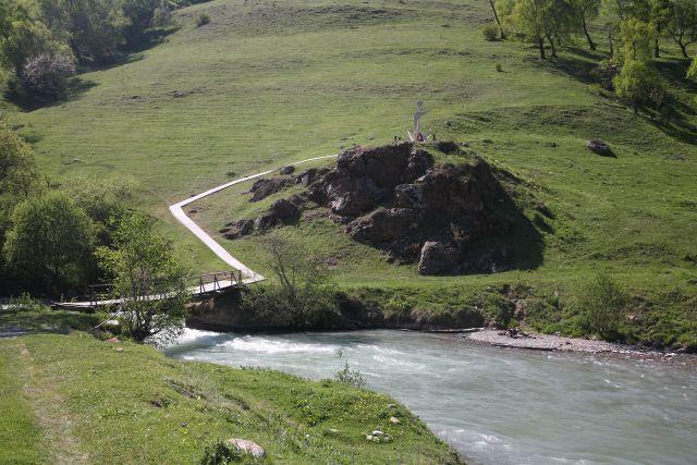 памятник партизану, река Аксаут