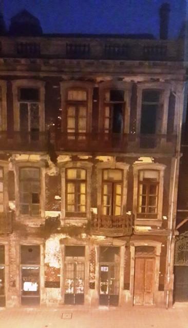 Порто. Дом с привидениями на 3 этаже напротив отеля. / Porto. Ghost's house next door.
